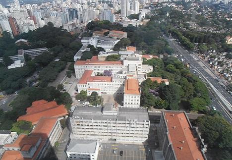 Foto da FMUSP e da Rua Dr Arnaldo, tirada no topo do prédio do Instituto do Câncer (HC)