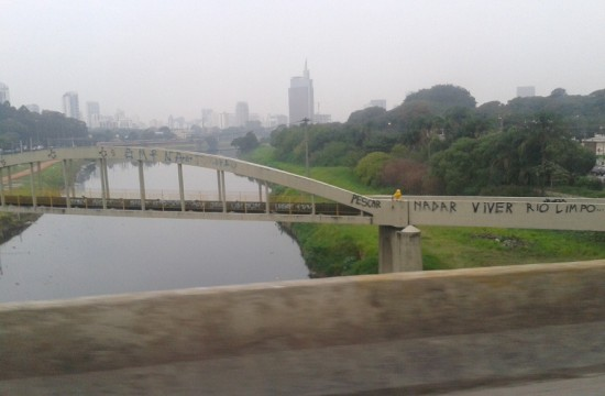 Ponte Cidade Universitária - com Destaque para a mensagem no fundo